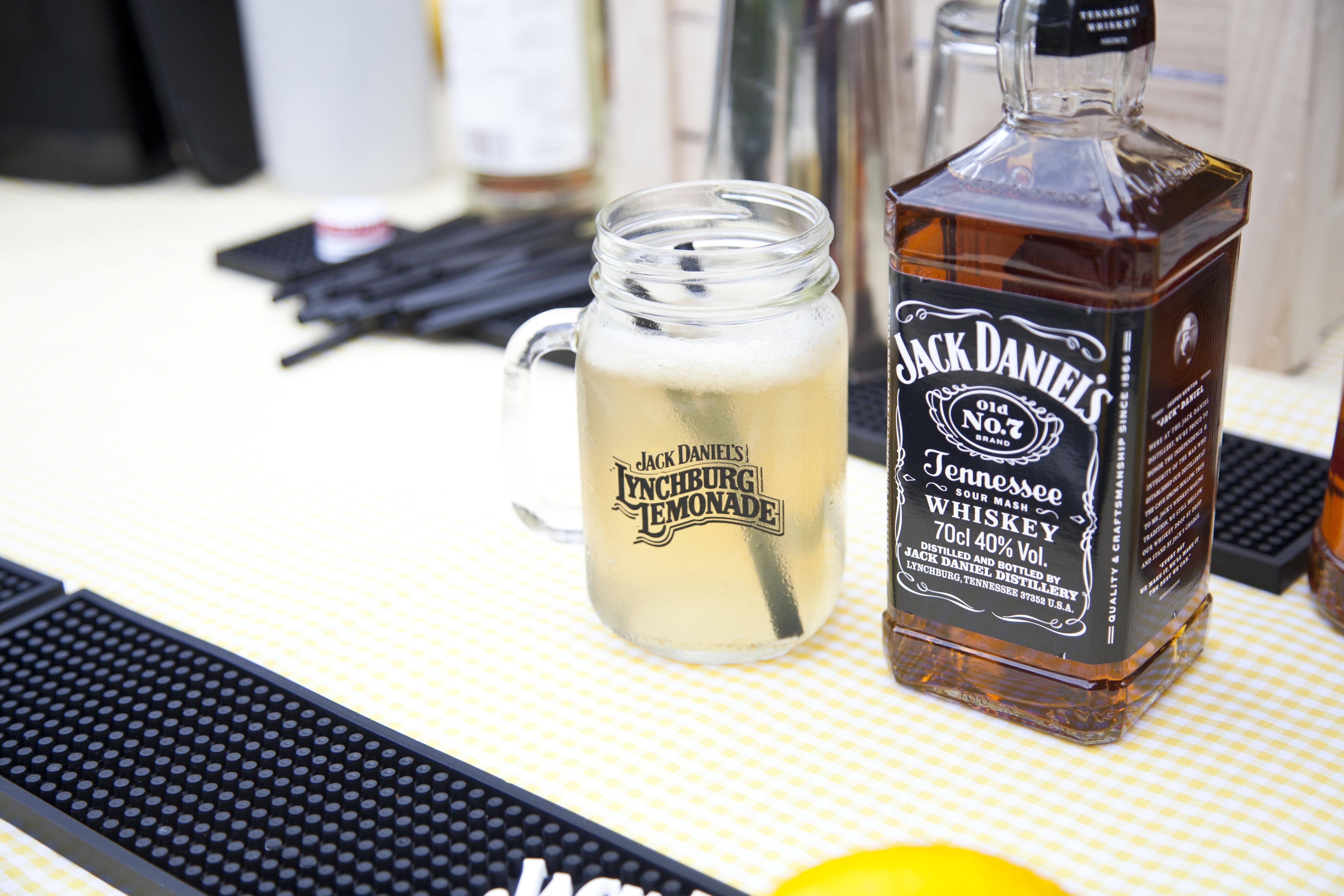 lynchburg lemonade by jack daniel 39 s le cool barcelona. Black Bedroom Furniture Sets. Home Design Ideas