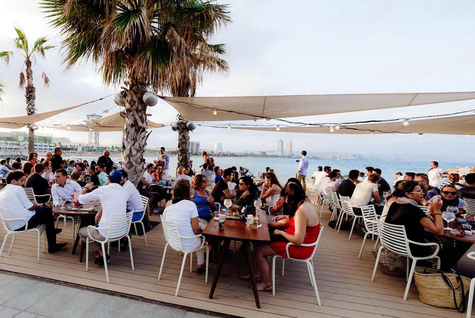 Salt restaurant beach club le cool barcelona for Beach club barcelona