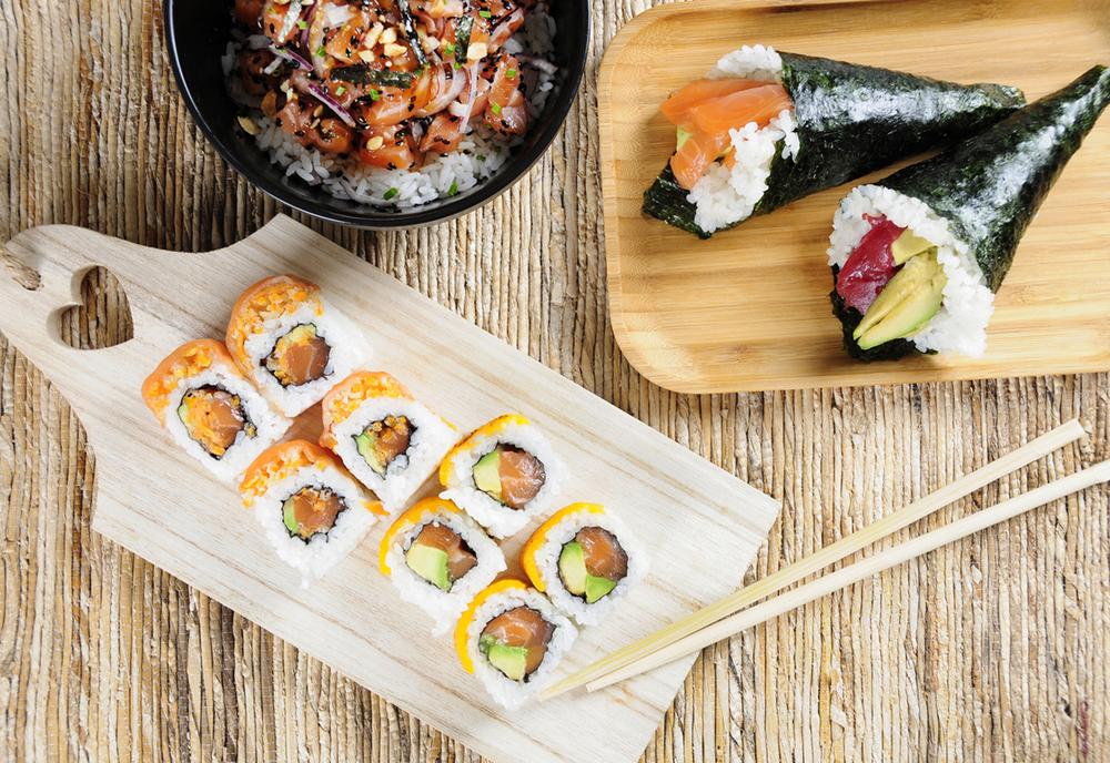 2-Salmón cheddar roll, Temakis variados y Poke de salmón, Go! Sushing