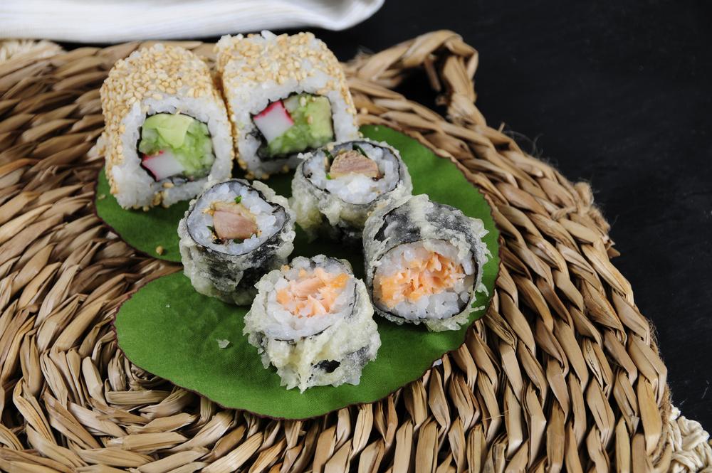 3-Sushi crispy salmón, Sushi crispy pato, Sésamo roll, Go! Sushing
